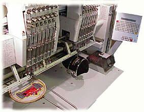 Mehrkopfstickmaschine für Direktstick, Embleme und Aufnäher